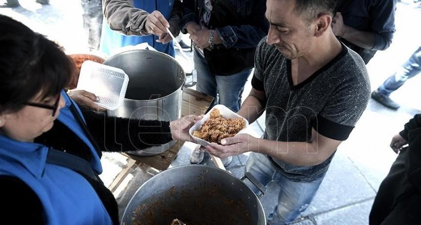 Realizan mil ollas populares en reclamo de más alimentos ante la pandemia