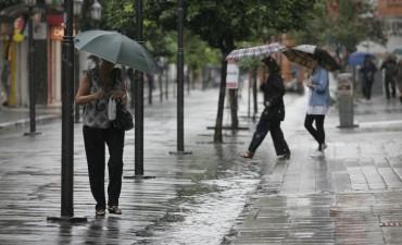 Llueve de nuevo y anuncian 18°C de máxima pero para mañana se esperan 29°C