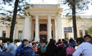 Estudiantes del Gymnasium piden voz y voto en el Superior