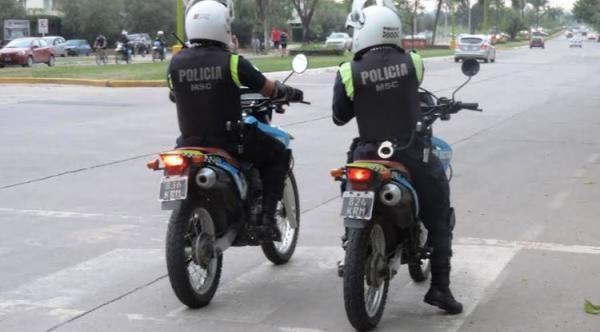 Un conocido delincuente logra escapar de la Policía ayudado por familiares