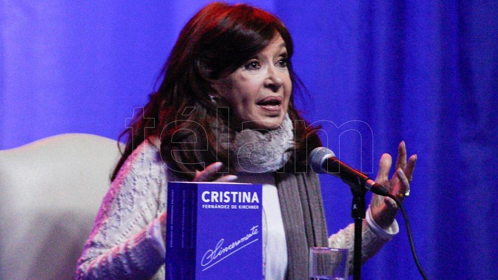Cristina Kirchner presenta su libro en La Matanza, junto a Kicillof y Magario