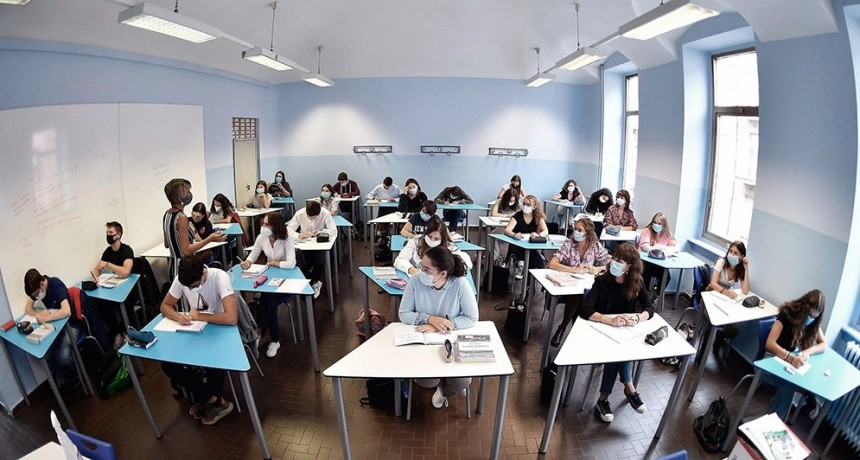 Italia: a días del reinicio de clases, 13.000 contagios entre el personal docente