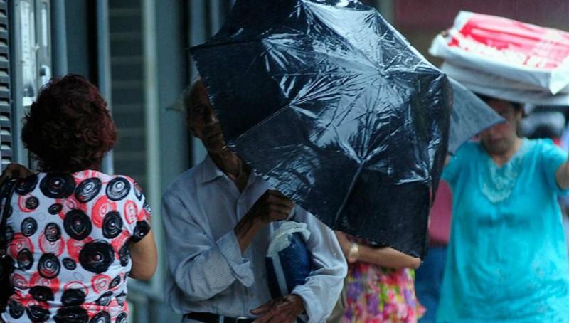 Seguirán las lluvias y la máxima no superaría los 26°C