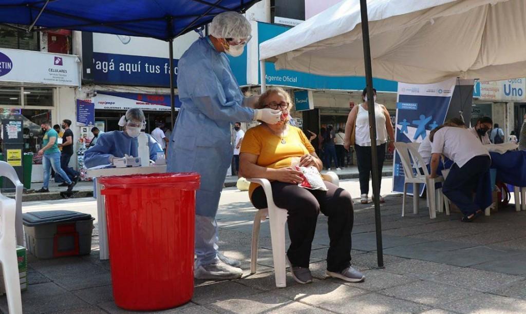 Tucumán registró seis muertes y 303 casos de coronavirus